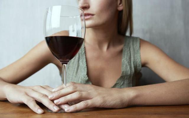 Ботокс и алкоголь – можно ли пить после инъекций?