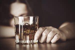 Генферон и алкоголь – можно ли использовать свечи со спиртным?