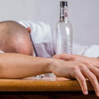 Народное лечение от алкоголизма без ведома больного: методы, средства, способы