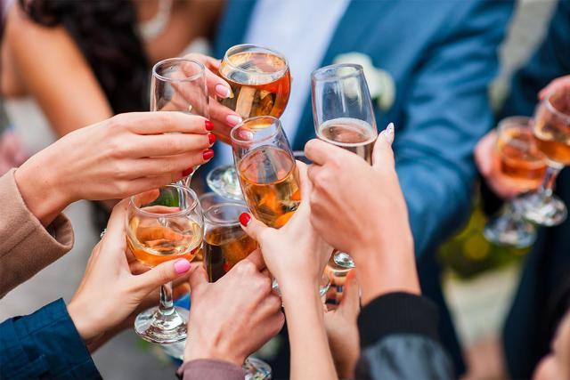 Как не болеть с похмелья: что выпить перед пьянкой, чтобы избежать похмельного синдрома?
