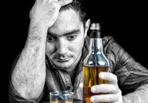 Алкогольный тремор: почему морозит и как избавиться?