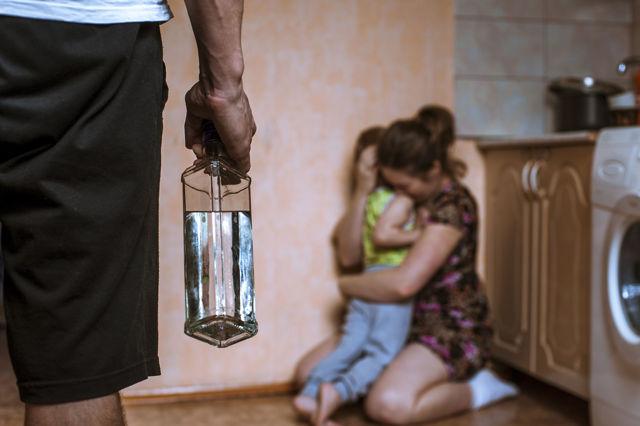 Бытовой алкоголизм: причины, симптомы, как избежать