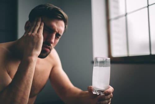 Что выпить с похмелья, чтобы стало легче: напитки, которые хорошо помогают после пьянки