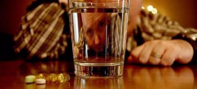 Можно ли пить Мезим с алкоголем и при похмелье?