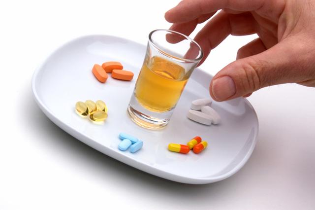 Валтрекс и алкоголь – можно ли совмещать выпивку с препаратом?