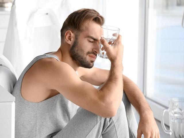 Похмельный синдром: причины, симптомы и лечение