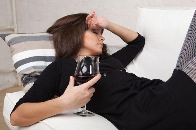 Что делать, если жена пьет алкоголь каждый день?