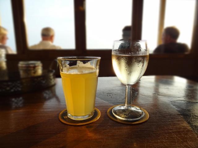 Можно ли пить алкоголь после удаления зуба и через сколько?