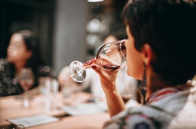 Краснеет лицо от алкоголя – как избавиться от аномалии?