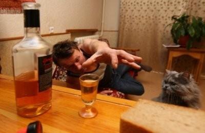 Как бороться с соседом алкоголиком – что делать, если пьяница мешает жить?
