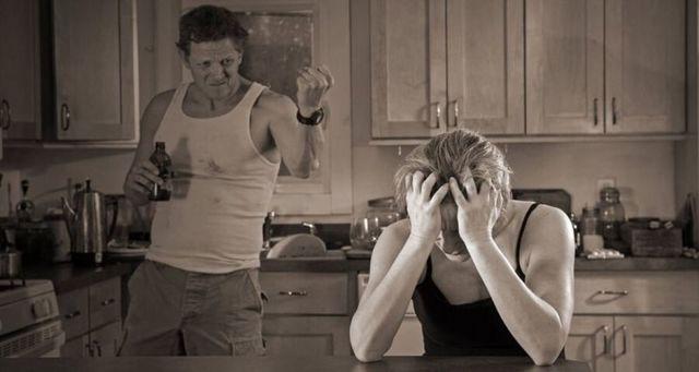 Что делать, если сын пьет спиртное и как правильно вести себя с алкоголиком?
