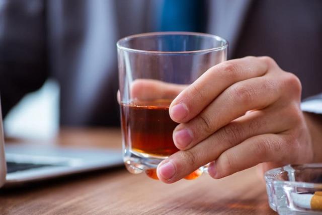 Муж алкоголик – что делать и стоит ли жить с пьющим мужчиной?
